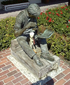 Readingstatue